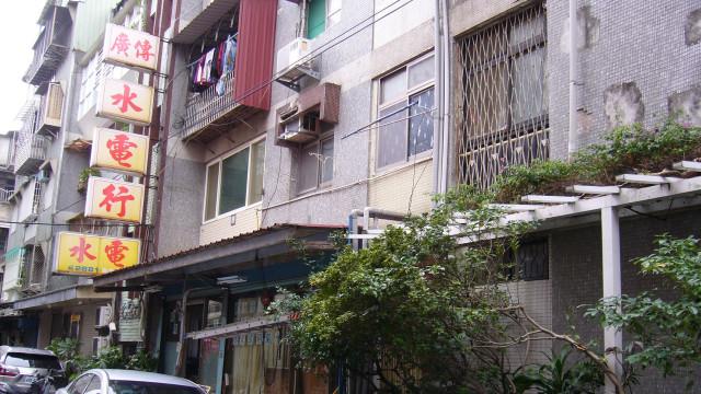 劍潭捷運二樓,台北市士林區和豐街