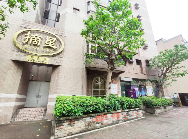 天母挑高店辦三角窗,台北市士林區忠義街